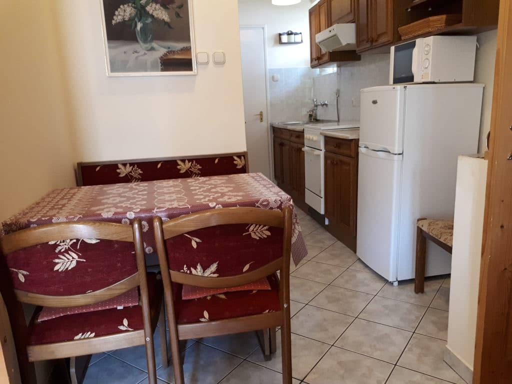 Meiszter Apartman Balatonlelle, konyha és étkező