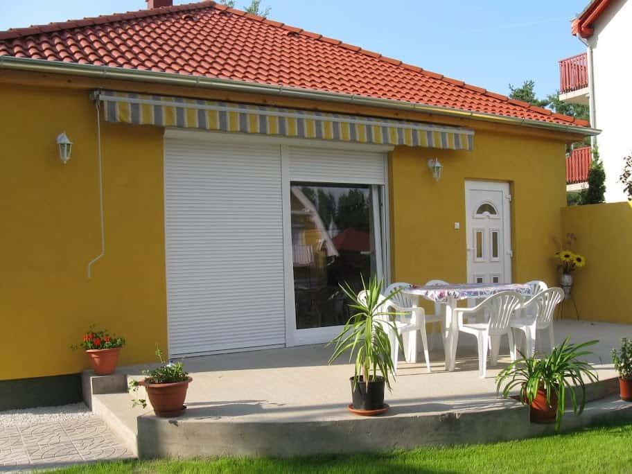 Mónika Apartman Balatonlelle, külső 2