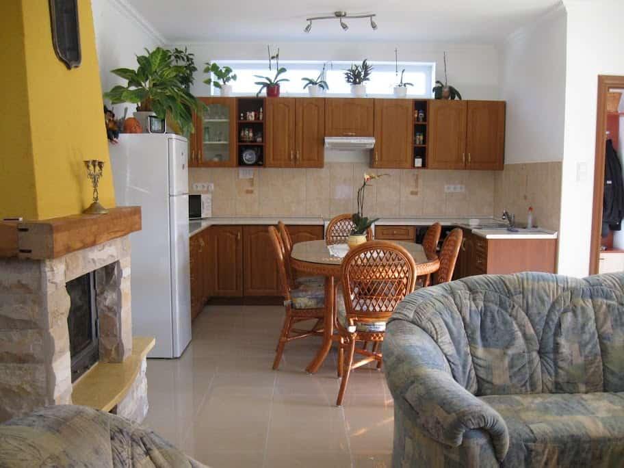 Mónika Apartman Balatonlelle, nagy apartman konyhája
