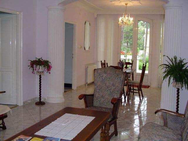 Meiszter Villa Balatonlelle, színes nappalija